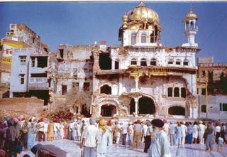 Sikh-Golden-Temple-Attack-1984-01-377x260