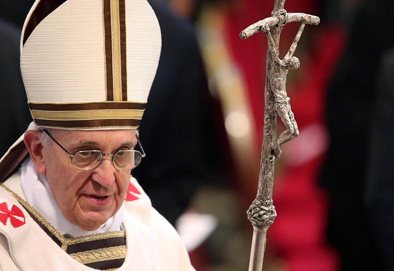 Pope-francis-uses-scorzelli staff