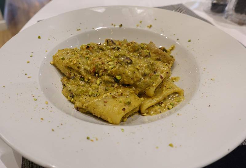 Paccheri with pistachio pesto