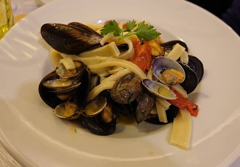 Linguine With Clams & Mussels