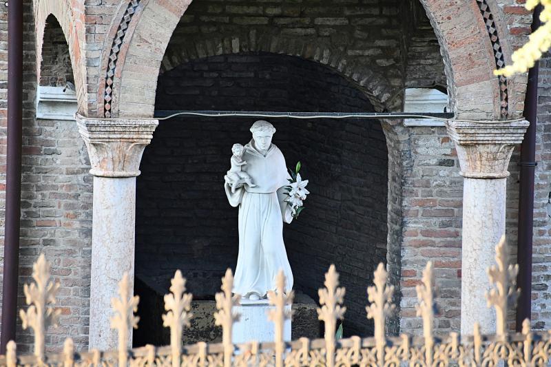 St Anthony Statue Basilica Padua