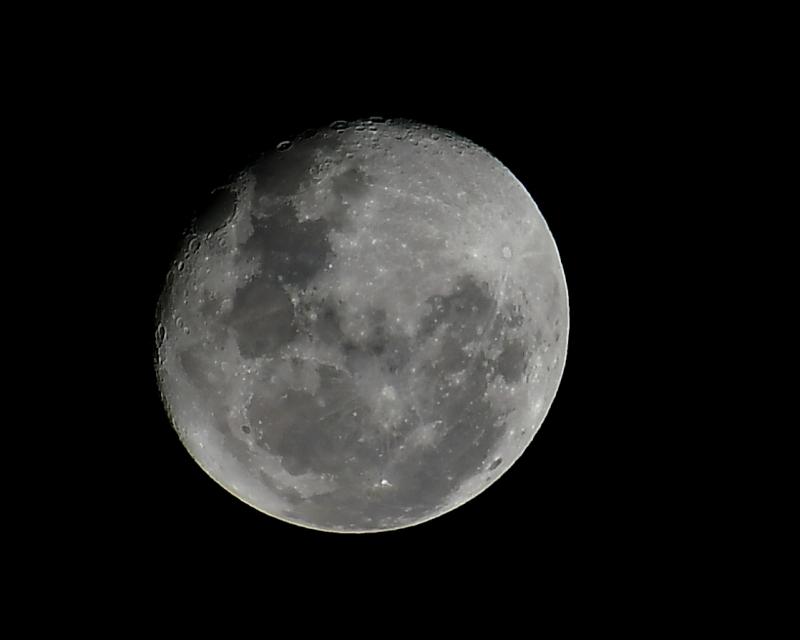 Moon 4 Sept AF-P 70-300 crop_01